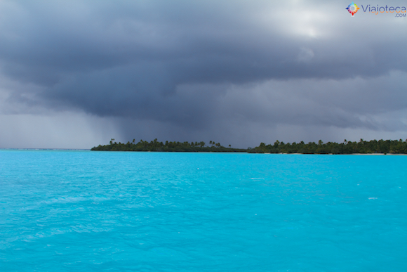 Aitutaki nas Ilhas Cook com chuva