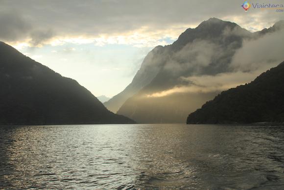 Amanhecer no Milford Sound