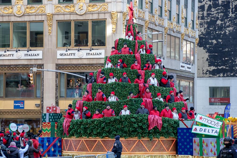 Arvore de Natal Cantante na Macy's Thnaksgivibg Parade