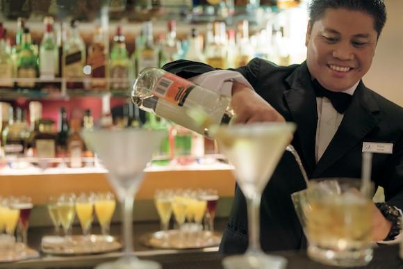 Bartender no Cruzeiro pela Polinésia a bordo do Paul Gauguin