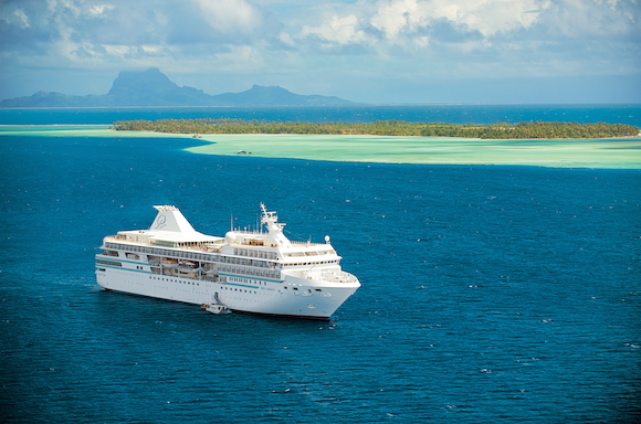 Bora Bora ao fundo em Cruzeiro Polinésia Paul Gauguin