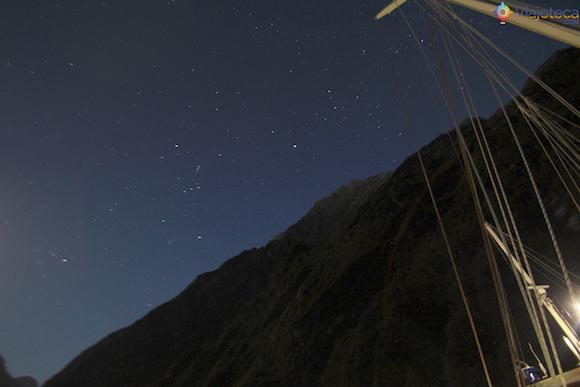Céu estrelado no Milford Sound na Nova Zelândia