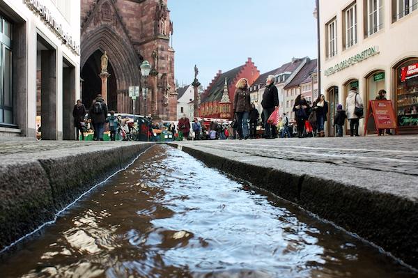 Canais nas ruas de Freiburg