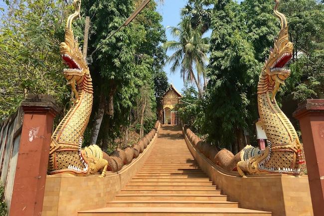 Wat Ngam Muang, Chiang Rai, Tailândia