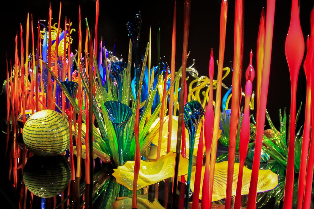 Combinacao de cores e formas fazem da obra de Chihuly algo muito interessante de se observar
