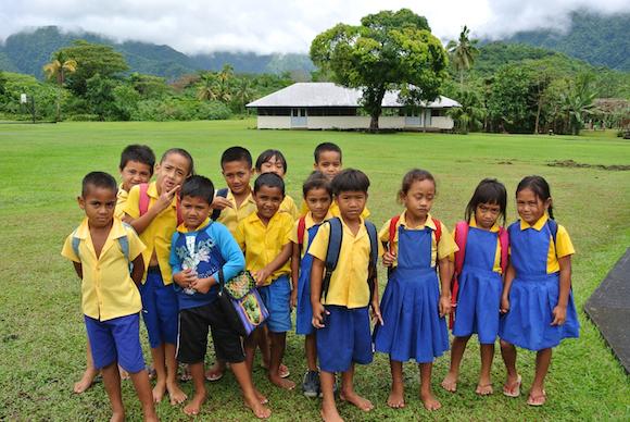 Crianças na escola em Samoa