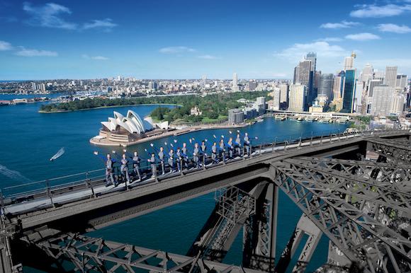 Escalando a Sydney Harbour Bridge na Austrália