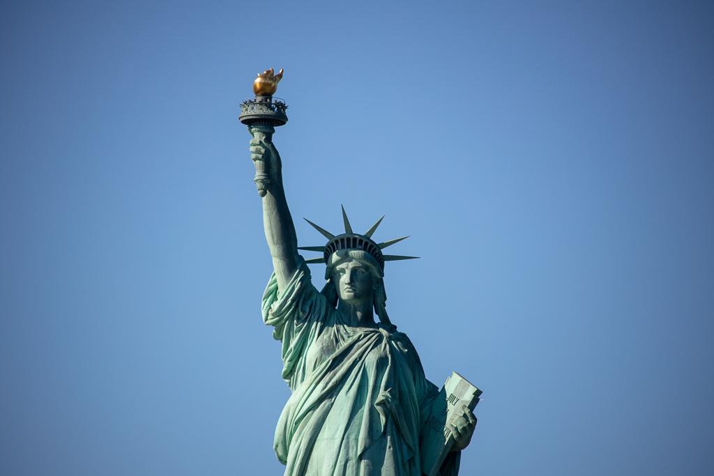 Estátua da liberdade em Nova York foi presebnte da França aos EUA por ocasião do centenário de sua independência