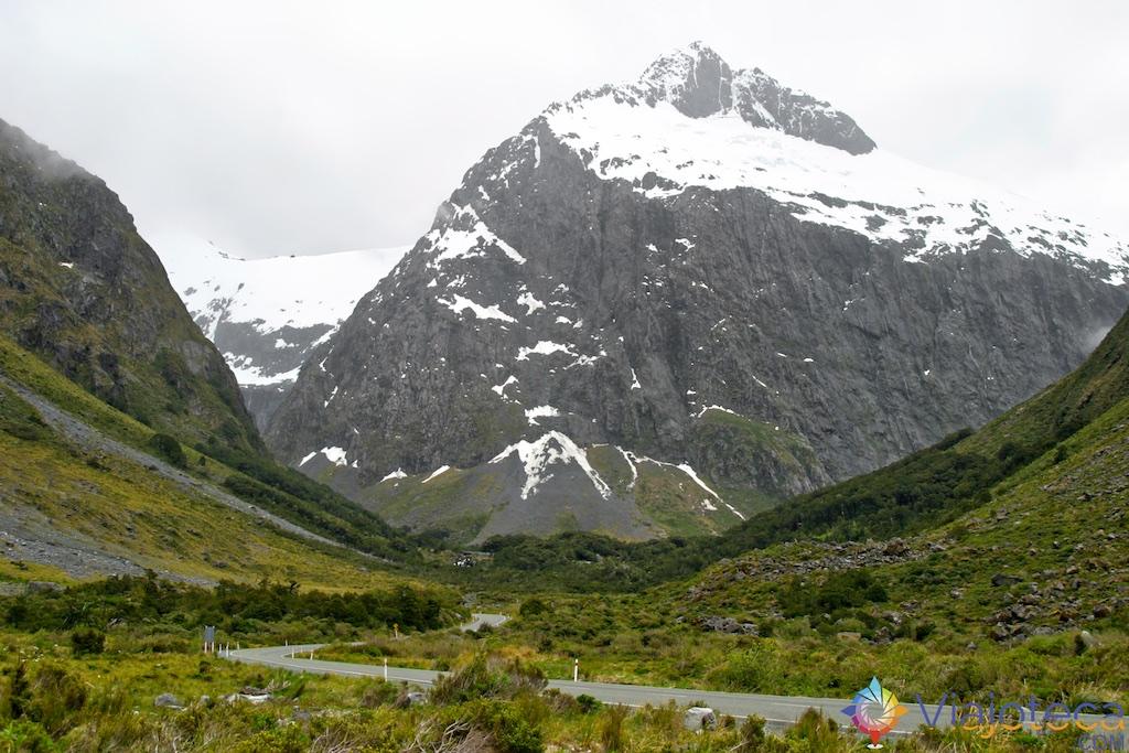 Montanhas Nevadas na Milford Road