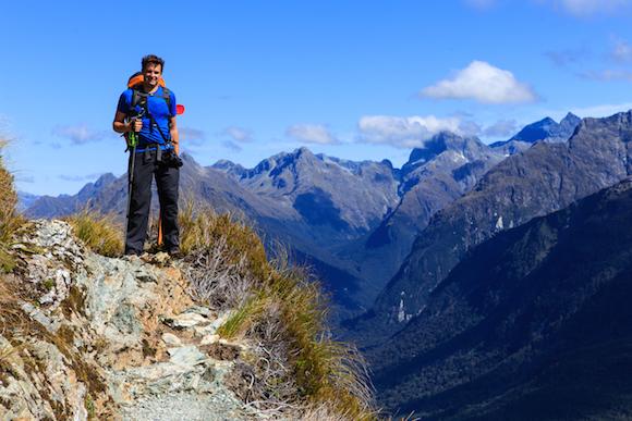 Hollyford Valley visto da Routeburn Track Nova Zelândia por NerdsViajantes