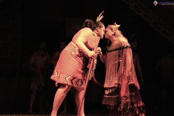 Hongi o comprimento de boas vindas dos Maoris na Nova Zelândia