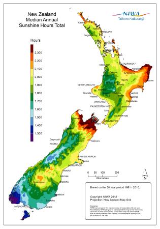 Mapa com a quantidade de horas de sol por ano nas diferentes regiões da Nova Zelândia