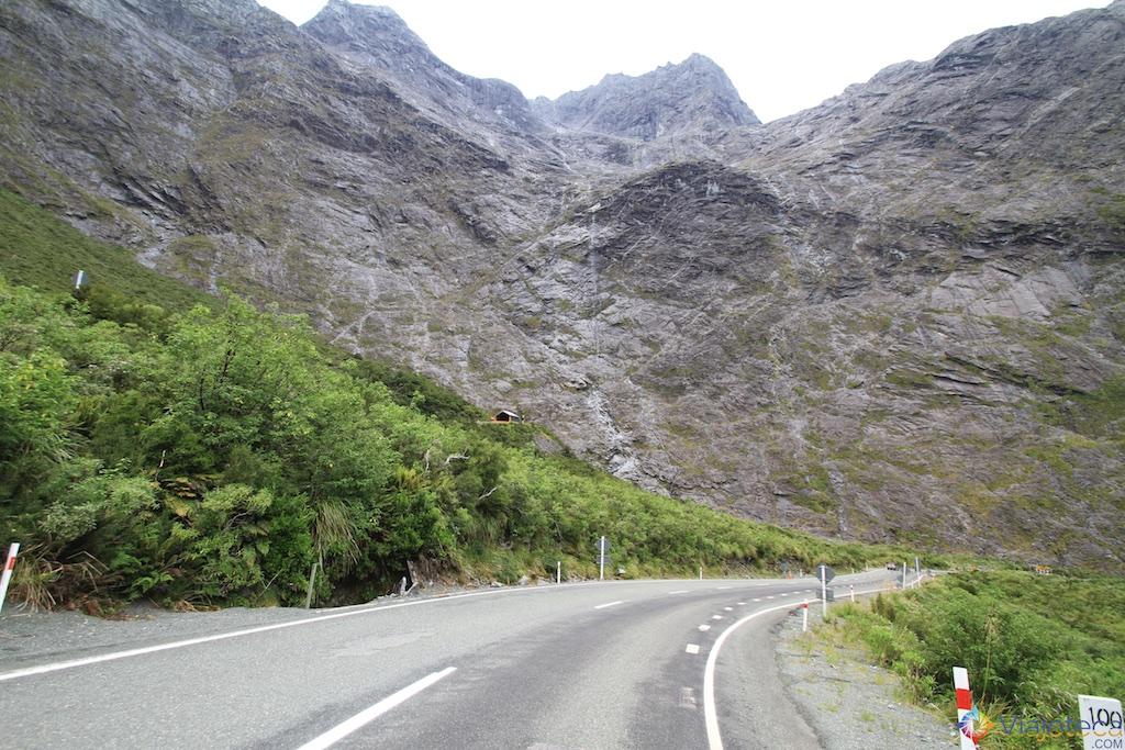 Indo em direção ao Homer Tunel na estrada para o Milford Sound