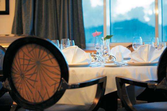 L' Etoile o maior restaurante do MS Paul Gauguin no cruzeiro pela polinésia e ilhas cook