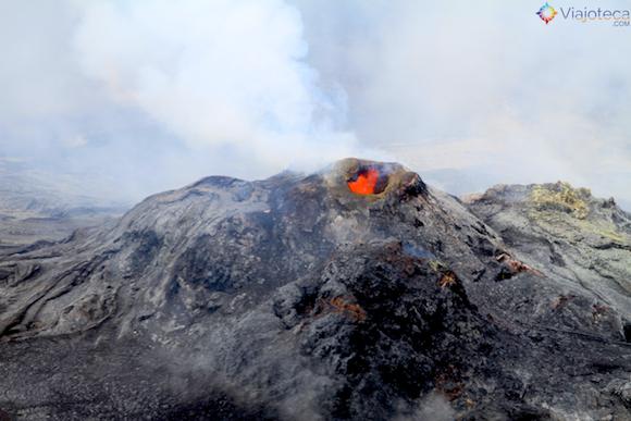 Lava numa das fumarolas do Passeio Helicóptero Hawaii
