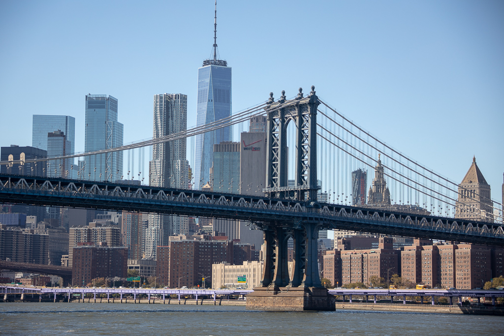 Manhattan Bridge no passeio de barco ao redor de Manhattan