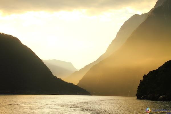 Amanhecer no Milford Sound - Nova Zelândia