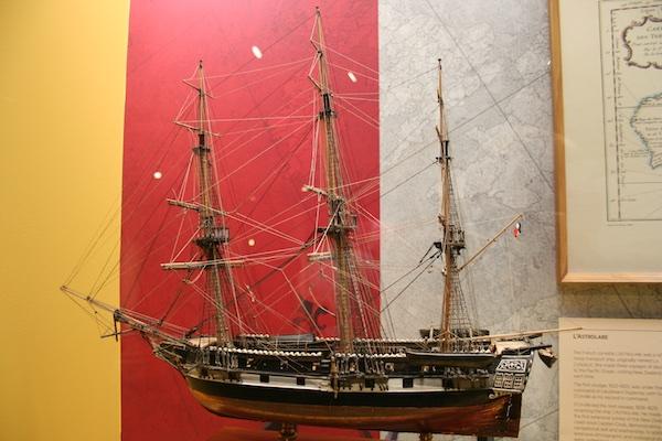 Embarcação utilizada pelos primeiros exploradores europeus a chegar na NZ