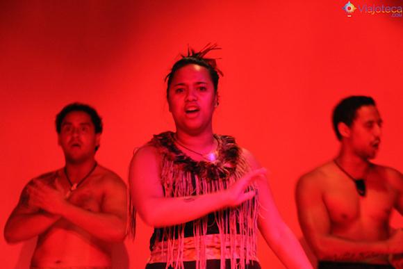 Apresentação cultural no Auckland Museum