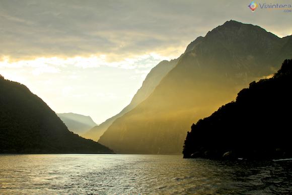 Nascer do Sol em Milford Sound na Nova Zelândia