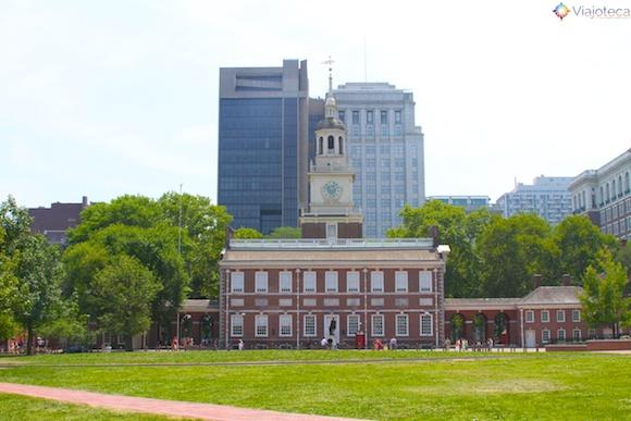 Independence Hall em Philadelphia visto da Independence Square