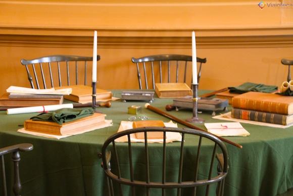 Mesa no segundo andar do Independence Hall em Philly