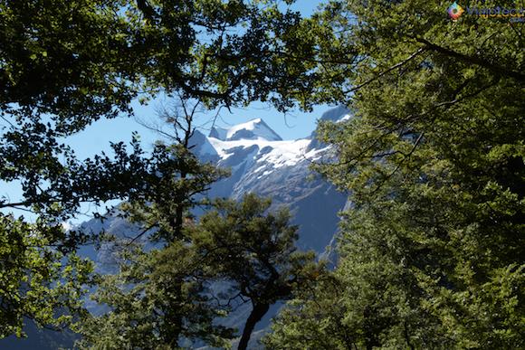 Picos Nevados na Humboldt Mountains na Routeburn Track na Nova Zelândia