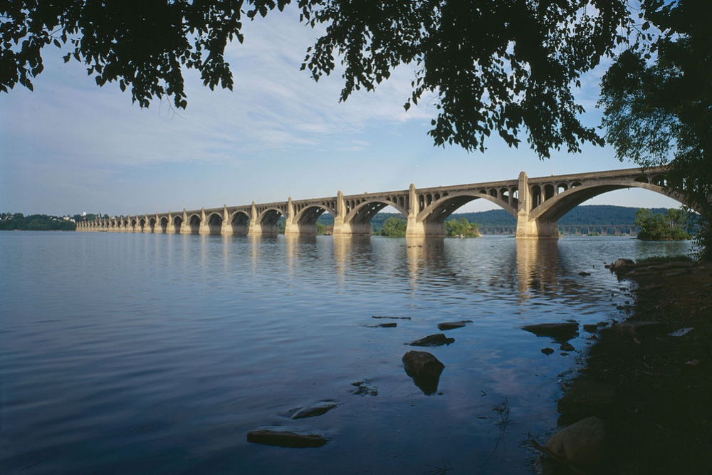 Ponte sobre o Susquehanna River em Harrisburg
