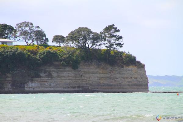 Falésias no North Shore de Auckland