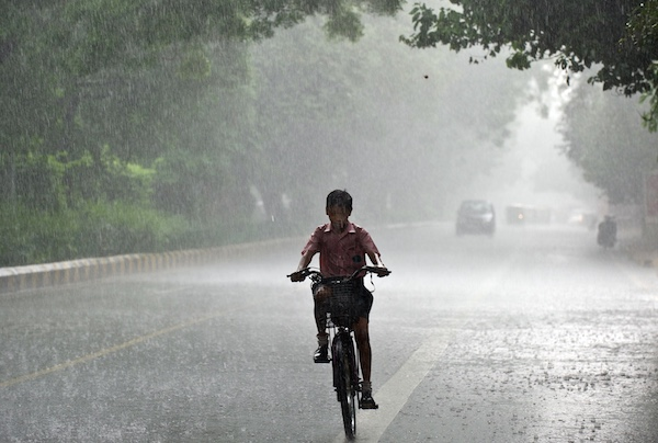 AFP PHOTO/ MANAN VATSYAYANA (Photo credit should read MANAN VATSYAYANA/AFP/Getty Images)