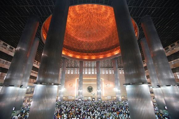 Ramadã na mesquita de jakarta (AP Photo/Achmad Ibrahim)