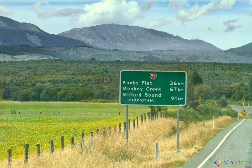 Amanhecer em Te Anau Downs Estrada para o Milford Sound na Nova Zelândia