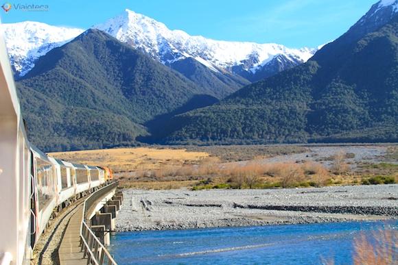 Viagem Trem na Nova Zelândia- TranzAlpine cruzando o Waimakariri River