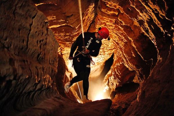 waitomo-caves-nova-zelandia-balck-water-1