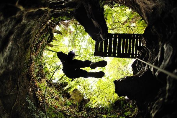 waitomo-caves-nova-zelandia-balck-water-2