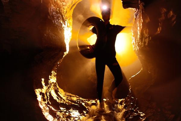 waitomo-caves-nova-zelandia-black-water