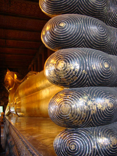 Buda Gigante dos pes a cabeca