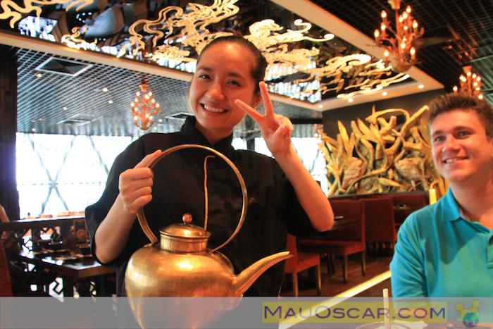 Chá de Jasmim com pose para foto no Paradise Dynasty