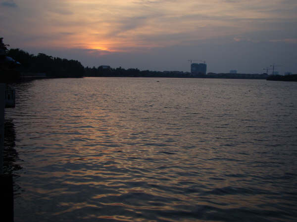 Por do Sol Saigon River