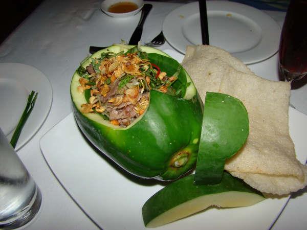 Comida Servida no mamao verde