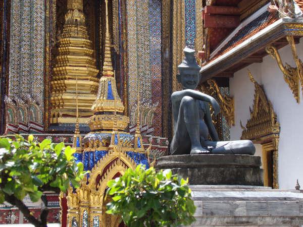 Estatua Criador da Massagen Tailandesa