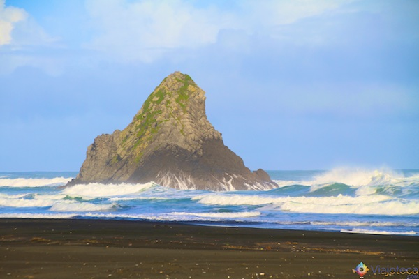 Karekare Beach na costa Oeste de Auckland
