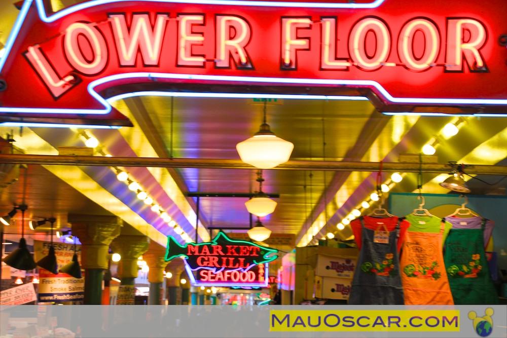 Indicação do caminho para o Lower Floor do Pike Place Market Seattle
