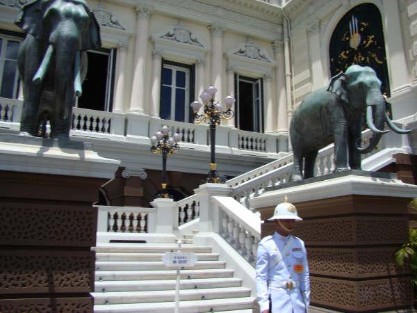 Palacio Tailandia e Guarda Real
